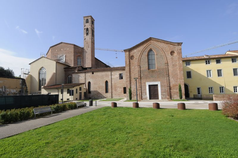 A view of the retro of the San Francesco Church and bell tower (left), Cappella Guinigi (middle), Faculty offices (right).