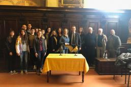 Foto di gruppo dei dottorandi in visita alla basilica di san Frediano